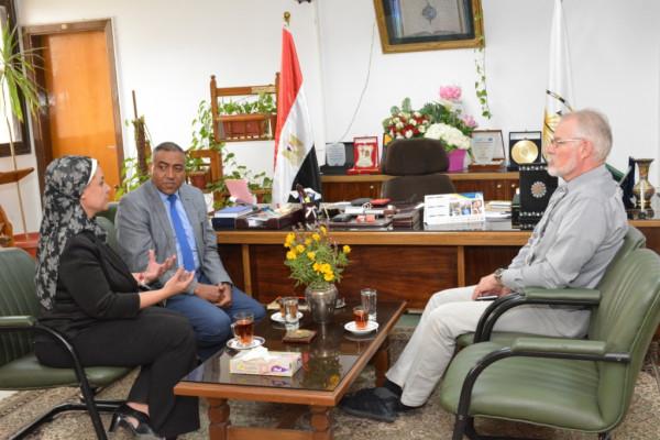 نائب رئيس جامعة أسيوط تدعو لتعظيم الاستفادة من مخرجات المجمع التعليمي التكنولوجي