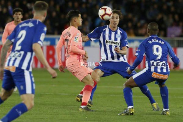 برشلونة يتخطى ألافيس ويصبح على بعد خطوة من المحافظة على اللقب