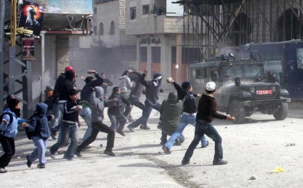 إصابة 21 مواطناً بالرصاص المطاطي والغاز بمواجهات مع الاحتلال بمدينة نابلس
