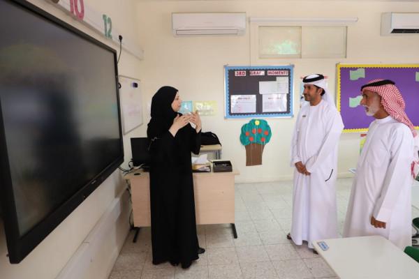 مجلس أولياء أمور الطلبة والطالبات في المنطقة الوسطى يزور مدرسة خليفه الهمزة