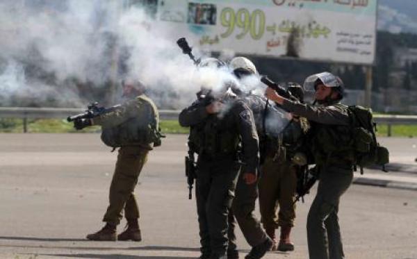"""الفلسطيني الذي قنصه جيش الاحتلال وهو مقيد: """"وقفت فأطلقوا النار على قدمي"""""""