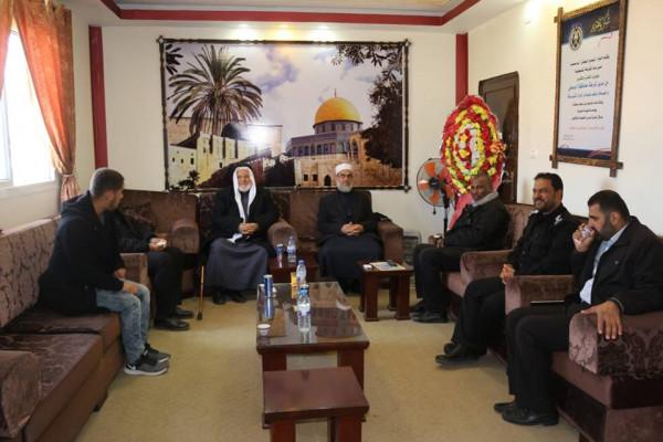 وفد من كتلة التغيير والإصلاح يزرون محافظة الشرطة بمدينة دير البلح