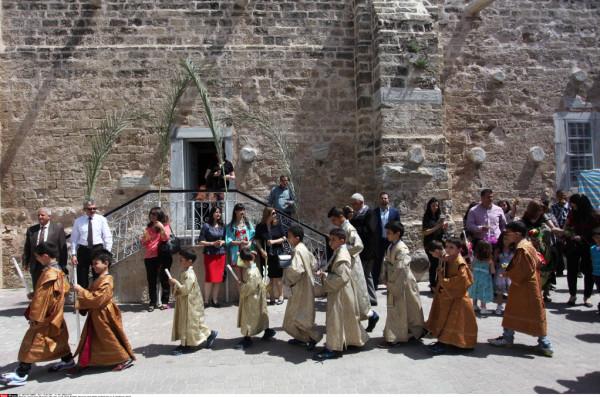 """المطران عطا الله حنا: تضاؤل المسيحيين بغزة واقتصارهم على ألف شخص """"كارثة"""""""