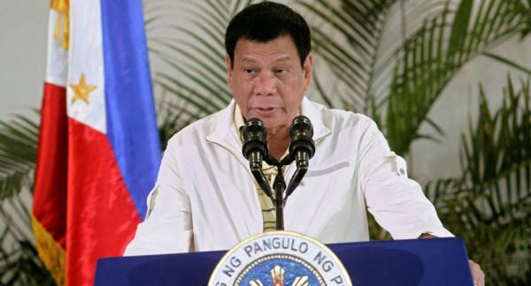 """رئيس الفلبين يهدد كندا بـ""""قوارب القمامة"""""""