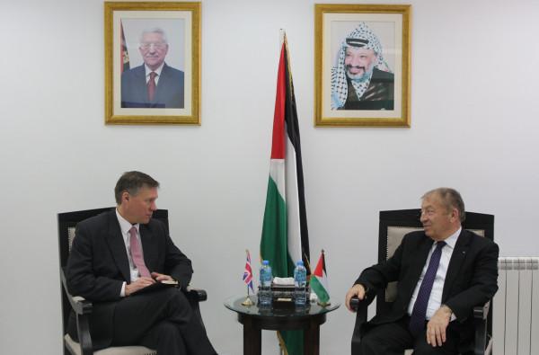 وزير الاقتصاد: أولويات عمل الحكومة جذب الاستثمارات الخارجية لفلسطين
