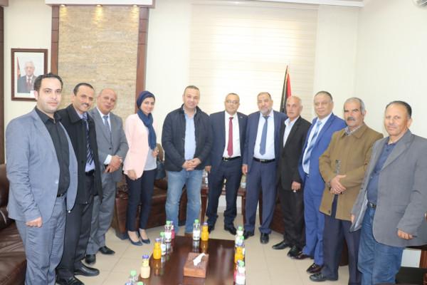 أبو سنينة يلتقي وزير الثقافة ويطلعه على أوضاع الخليل