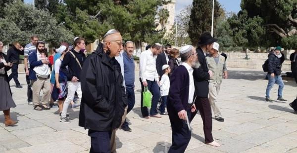 """مئات آلاف المستوطنين يؤدون صلوات """"تلمودية"""" عند حائط البراق"""
