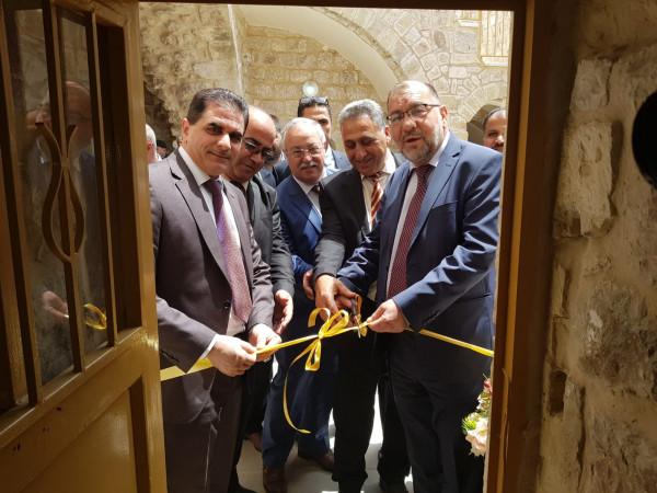افتتاح مكتب جامعة فلسطين التقنية خضوري في البلدة القديمة بالخليل