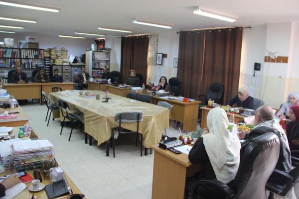 مدير التربية والتعليم في قلقيلية يعقد اجتماعا للمشرفين التربويين