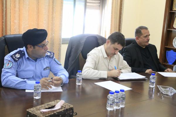 بلدية قلقيلية تستضيف اجتماعًا لمناقشة الوضع المروري بالمدينة