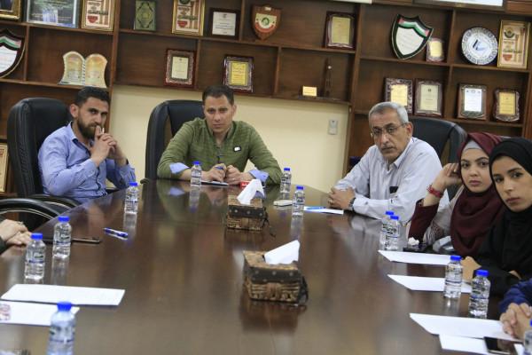 رئيس بلدية قلقيلية يترأس جلسة حول قانونية عدادات الدفع المسبق