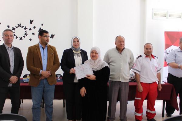 مركز الملك عبد الله النسوي يُخرج المشاركات في دورة الإسعاف الأولي