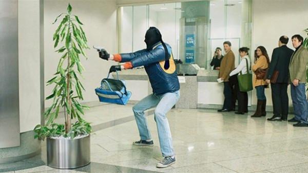 لصوص أغبياء.. سرقوا متجرا بجوار قسم الشرطة