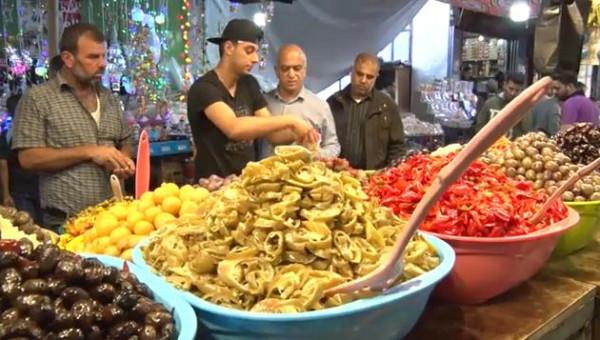 شاهد: باعة بغزة يشتكون ضعف الحركة الشرائية في رمضان