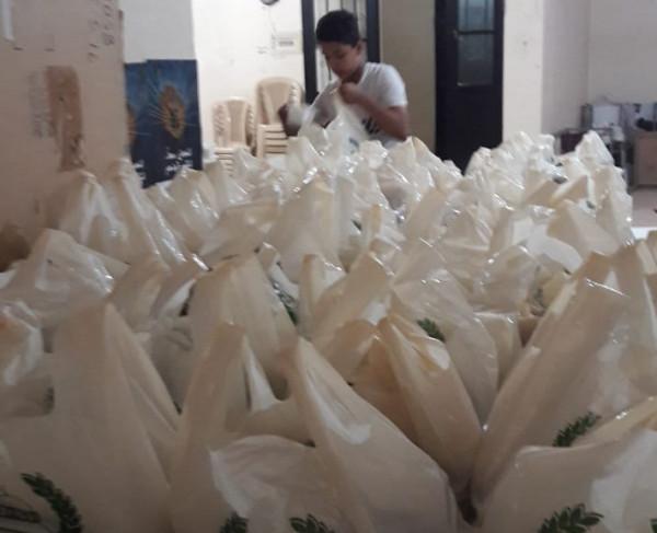 وجبات إفطار لكثير من الأسر الفقيرة في عين الحلوة