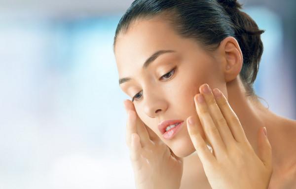 كيف تحافظينَ على نضارة وجهكِ أثناء نزول وزنكِ؟
