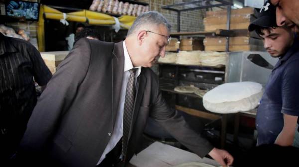 محافظ طولكرم يتفقد أسواق المدينة ومحلاتها التجارية