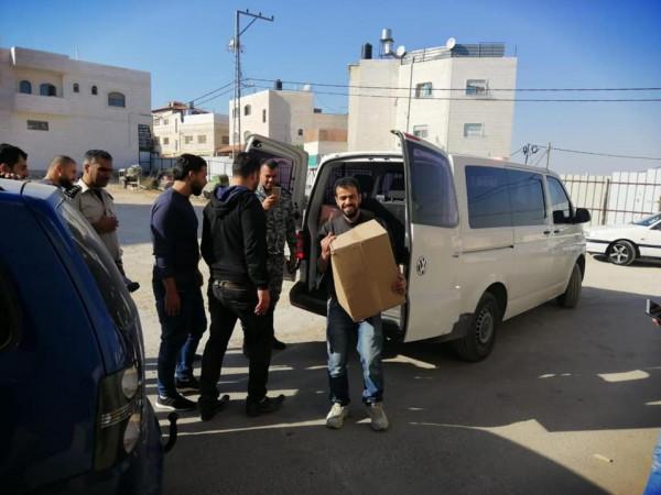 الضابطة الجمركية توزع طروداً غذائية على الأسر الفقيرة في محافظة الخليل