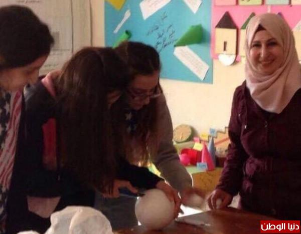 طالبان من مدارس (كلية الروضة) بنابلس يبتكران جهازاً يُحوّل النفايات لوقود للطبخ