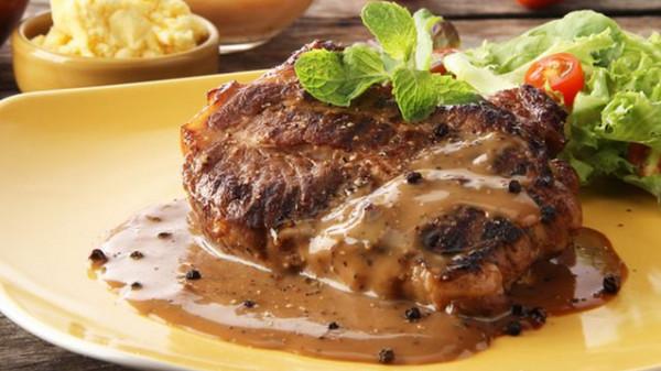 صلصة الستيك بالفلفل الاسود مع اللحم