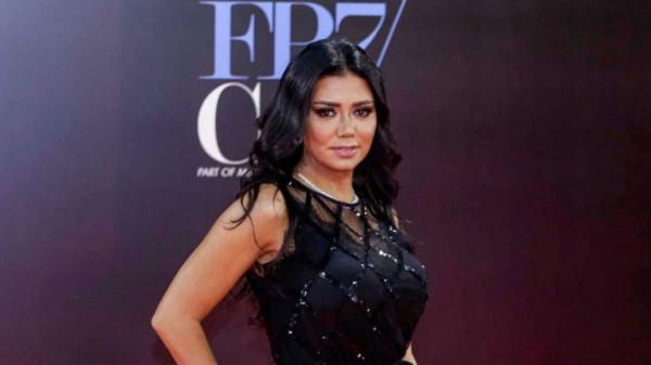 """بعد موجة انتقادات لاذعة.. رانيا يوسف تفجر مفاجآة حول """"الشورت"""""""