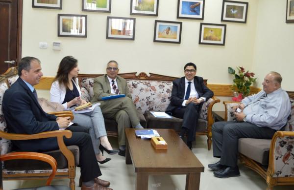 الوزير أبو مويس يبحث مع (يونسكو) تعزيز التعاون لخدمة التعليم العالي