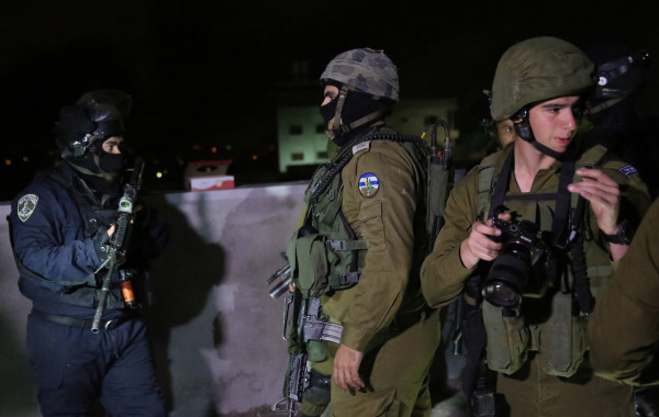 الاحتلال يعتقل مواطنا جنوب بيت لحم