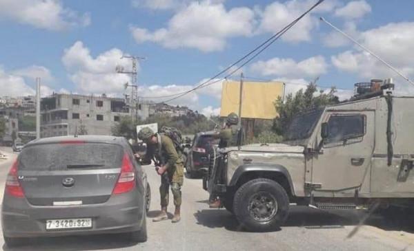 الاحتلال يُغلق مدخل العيسوية بشكل مفاجئ ويُنكّل بالمواطنين