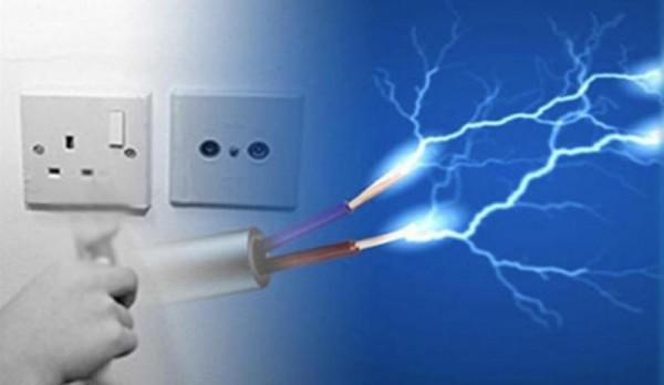 مصرع طفل بصعقة كهربائية داخل منزله بدير البلح وسط القطاع