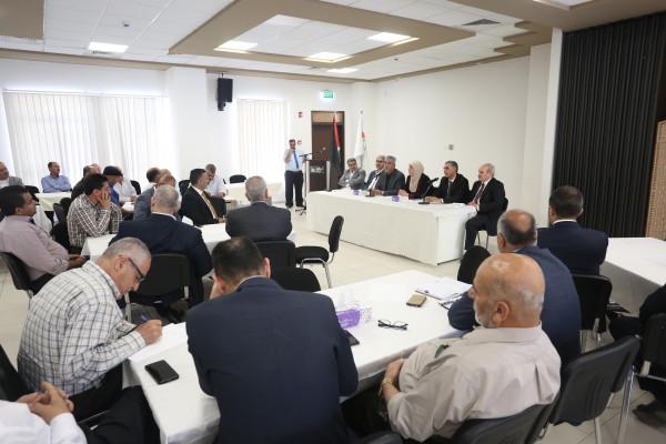 الوزير الصالح يدعو الهيئات المحلية لتسريع متابعة وإنجاز معاملات المواطنين