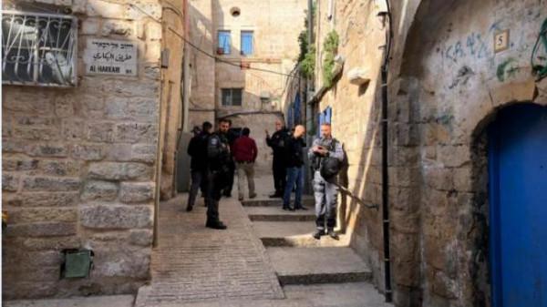 مستوطنون يعتدون على تجار في القدس بغاز الفلفل