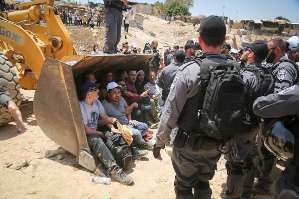 خطة إسرائيلية لإجلاء ثلاث قرى بدوية ونقلها إلى قرية جديدة
