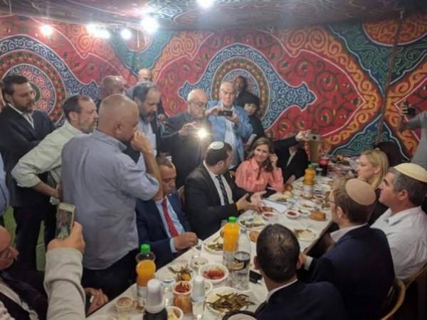 بعبارات شديدة.. (فتح) بالخليل تُعلق على إفطار رمضاني للمستوطنين