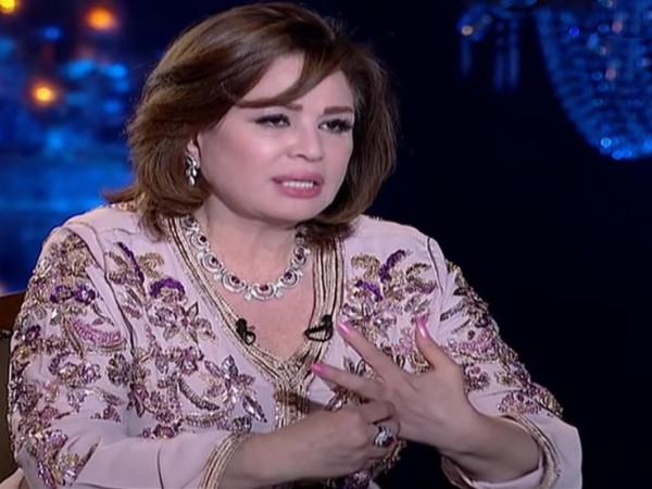 كيف ردت إلهام شاهين على اتهامها بإفشال زواج اختها من عمرو دياب؟