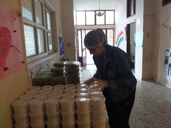 زيتونة تُقدم (70) وجبة إفطار رمضانية لعائلات متعففة