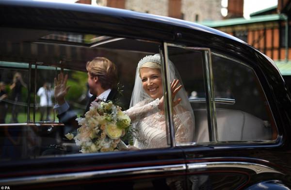 حفل زفاف حفيدة الملكة اليزابيث الثانية.. ارتدت تاجًا بمليون جنيه إسترليني