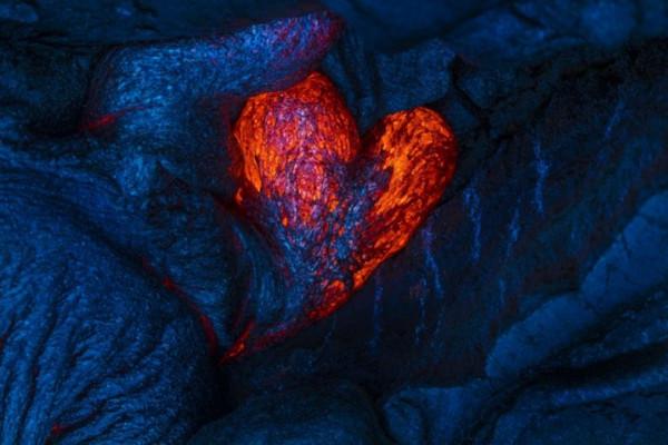 لقطات مذهلة لحمم بركانية على شكل قلب