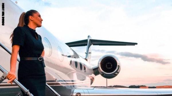 """اعترافات مضيفة طيران على متن طائرات خاصة.. أسلحة وحفلات و""""جثث"""" موتى"""