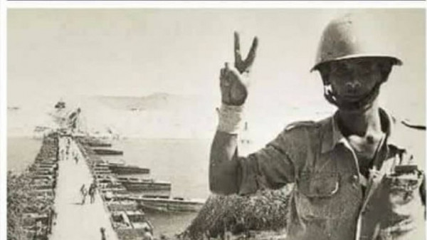 شاهد: صاحب أشهر علامة نصر في حرب أكتوبر يرفعها مجدداً