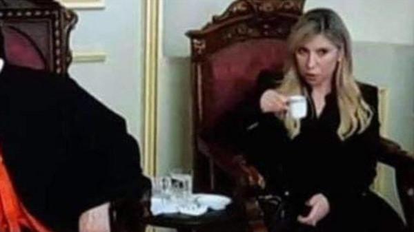 نائبة لبنانية مُسلمة تحتسي القهوة في نهار رمضان