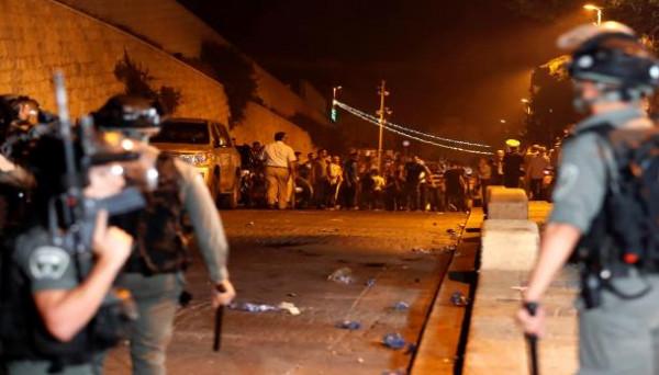 قوات الاحتلال تقتحم المسجد الأقصى وتعتقل عدداً من الشبان