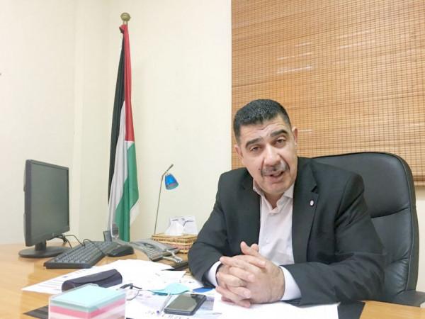 """الزق يكشف التسهيلات الجديدة للمرضى والتجار والصيادين.. ويؤكد: اجتماعنا  بالإسرائيليين بعلم """"أبونعيم"""""""