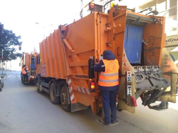 الاحتلال يستولي على شاحنة لجمع النفايات شرق نابلس