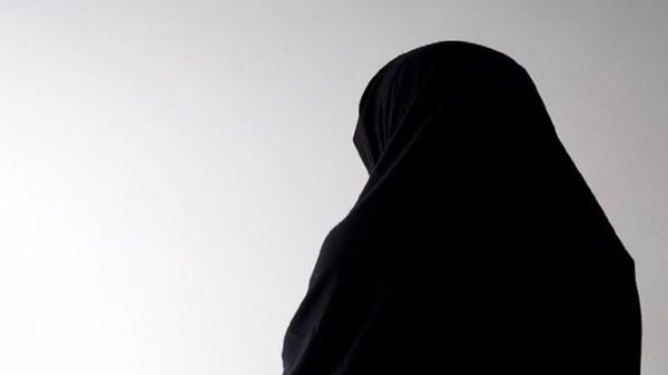 اغتصاب باكستانية أمام طفليها ورشها بحامض كيميائي