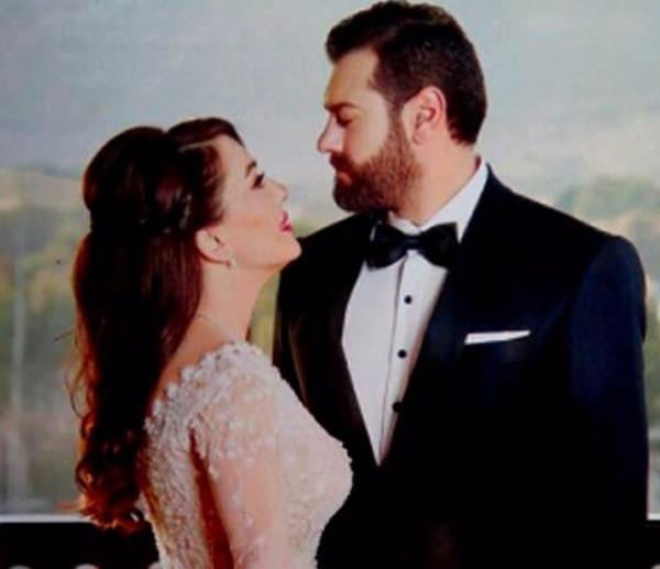 كندة علوش تعرض فستان زفافها للبيع