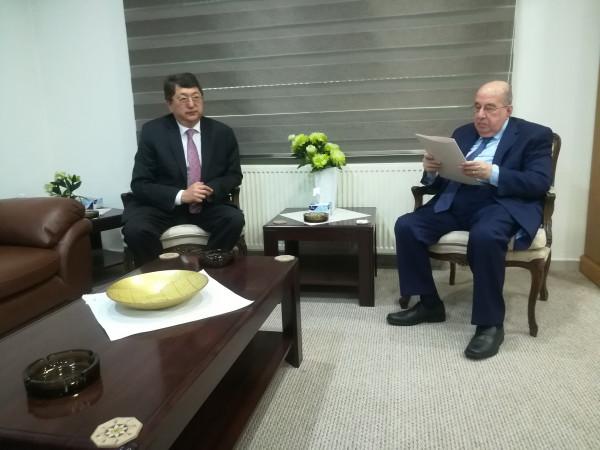رئيس المجلس الوطني الفلسطيني يستقبل سفير كازخستان غير المقيم لدى فلسطين