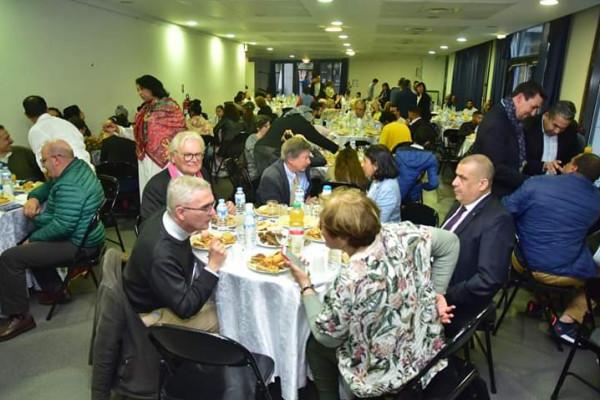 مغاربة بفرنسا ينظمون إفطاراً جماعياً لتوطيد علاقات المودة والتسامح وإبراز العادات المغربية