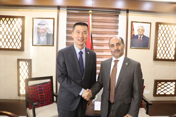 وزير الزراعة يبحث التعاون المشترك مع السفير الصيني في فلسطين