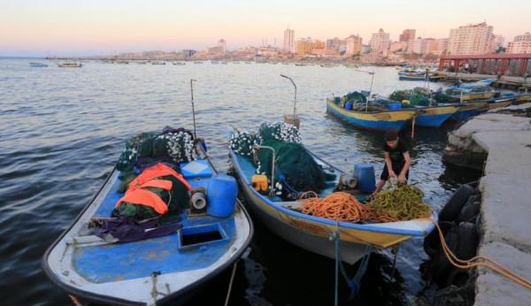 نقيب الصيادين: الاحتلال قرر تقليص مساحة الصيد في غزة