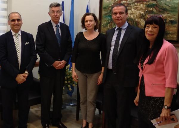 سفير اسبانيا ينظم زيارة عمل إلى حيفا